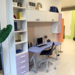 Cameretta con cabina armadio, scrivania e letti scorrevoli
