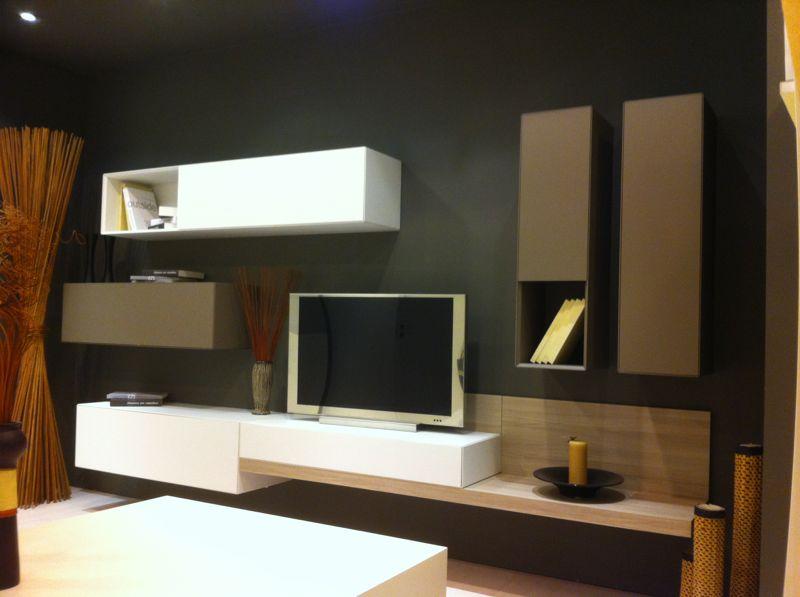 Parete attrezzata design rafaschieri arredamenti for Mobili soggiorno design outlet