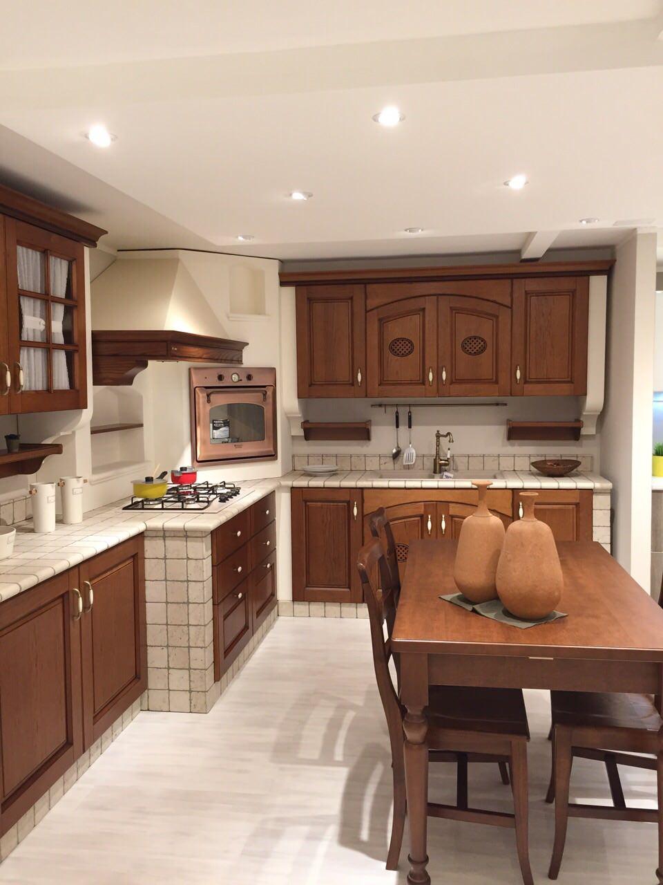 Cucina Completa Di Tavolo E Sedie.Cucina In Muratura Completa Di Elettrodomestici E Tavolo E Sedie