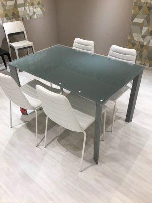 Tavolo Allungabile cristallo temperato con sedie