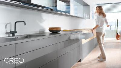 BLUM - Il sistema di apertura e chiusura mobili di Creo Kitchens per il massimo comfort di movimento in cucina