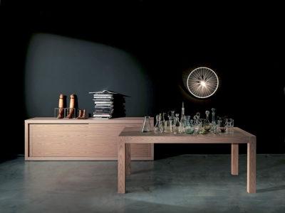 Complementi d'arredo dal design moderno, inedito e originale: madie, tavoli e sedie by FIMAR mobili